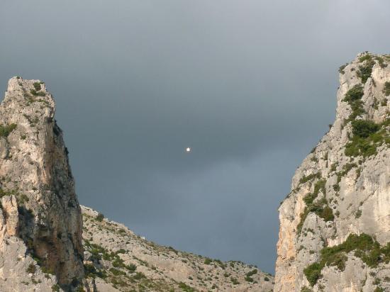 La chaine entre 2 montagnes