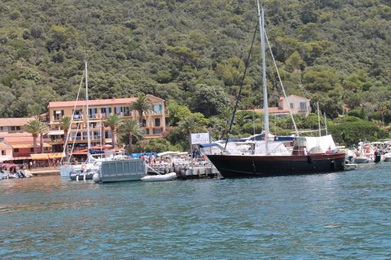 Port Cros (en face Hyères)