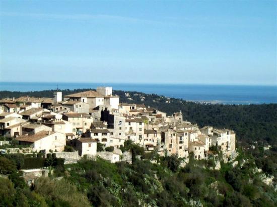 Tourrettes sur Loup,sa vue sur la mediterranee