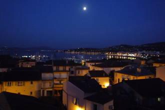 St Maxime, la nuit ,vue sur St Tropez illuminée