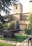 église médiévale classée monument historique en 1907.jpg