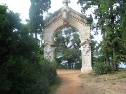 La porte à l'entrée de l'île de St Honorat